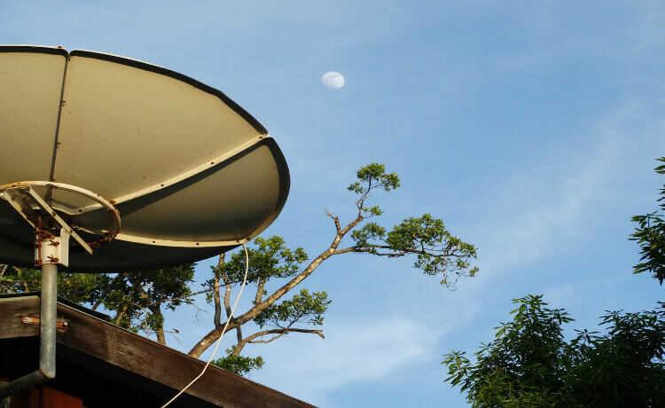 A antena parabólica pode ter seu sinal convertido. No entanto, se sua antena quebrar, sua reciclagem é possível